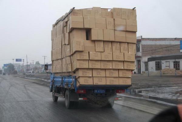 20 перегруженных транспортных средств, которые, кажется, неподвластны законам физики.
