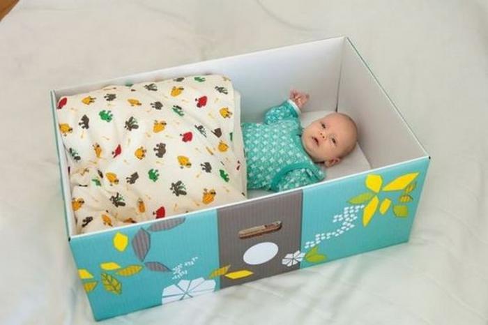 В Финляндии всем беременным женщинам государство дарит коробку