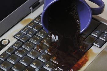 Что делать, если на ноутбук пролилась вода или другие жидкости