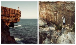 Путешествующая пара фотографирует друг друга, снимая одно и то же место с разных точек