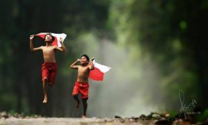 Повседневная жизнь индонезийской деревни в ярких фотографиях Германа Дамара