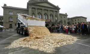 Грузовик с восемью миллионами монет