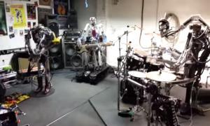 Роботы играют спид-метал
