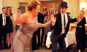 Эта мама сказала сыну, что умеет танцевать, но он посмеялся… Пока не увидел ее в деле!
