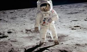 История Нила Армстронга и мистера Горский