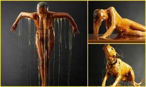Этот фотограф облил своих моделей медом с головы до ног. Результат восхитителен!