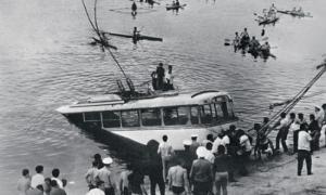 Он спас из-под воды 20 человек и чуть не погиб сам