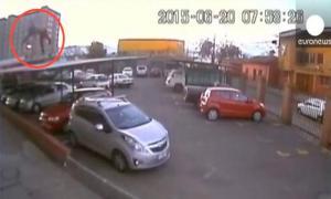 Пьяный чилиец выпал с 17 этажа и отделался переломом бедра. Видео