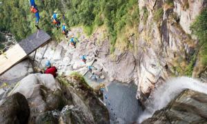 Прыжок в воду с высоты 59 метров